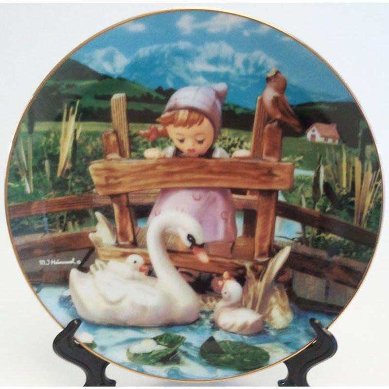 Hummel Feathered Friends Collectors Plate Gentle Friends Collection 23K Gold Trim Danbury Mint Reg