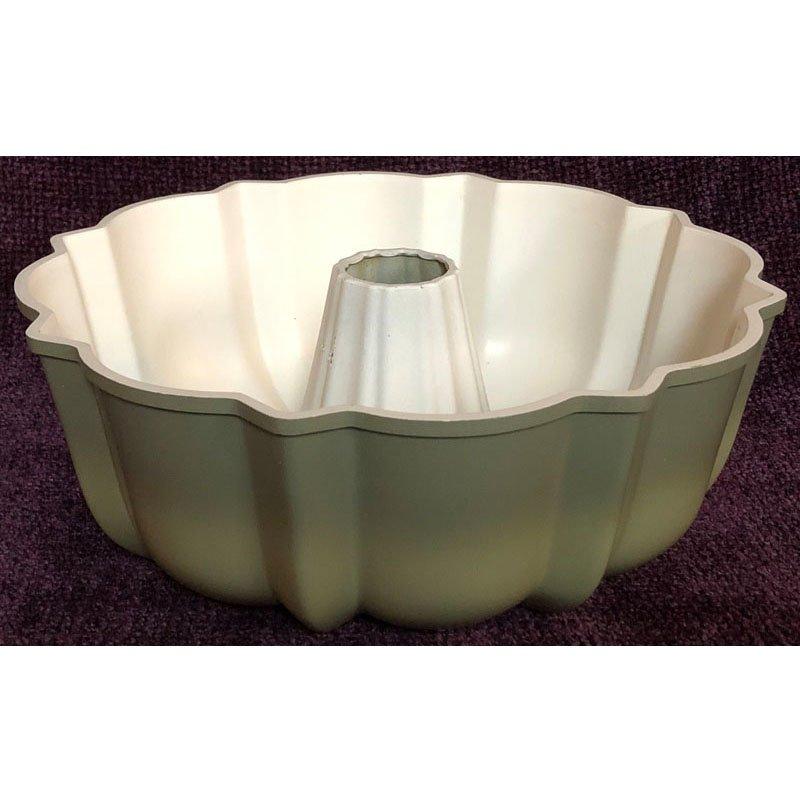 Vintage Bundt Cake Pan Avocado Cast Aluminum Natural Interior Fluted Tube Pan 12-Cup 1970s