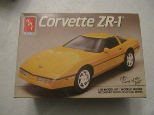 AMT 1989 Corvette ZR-1 model kit scale 1/25
