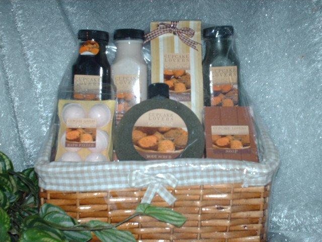 Gingerbread Cupcake Lover's Bath Basket Set