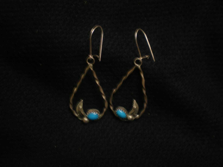 3.3 gram free form dangle style ear rings