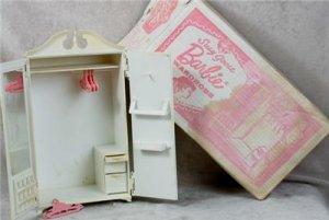 Suzy Goose Wardrobe in box