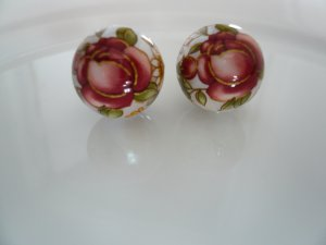 Red on Cream Pearl Floral Tensha Beads 14mm