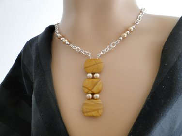 Set 5 Necklace and Earrings Natural Stone in Variegated Tans and Browns