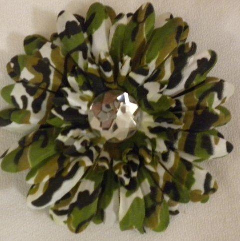 """4"""" Camouflage Daisy Hair Clip"""