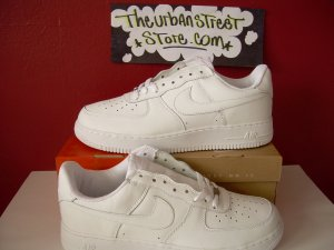 NIKE AIR FORCE ONE ALL WHITE LOW TOPS MENS SIZE 7.5