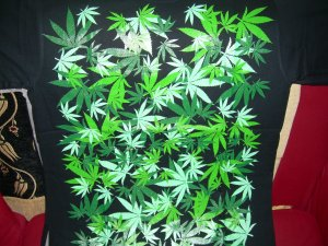 BRAND NEW GREEN WEED LEAF MARIGUANA BIG T SHIRT