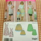 Mom and Me Matching Aprons Sewing Pattern Simplicity 4692