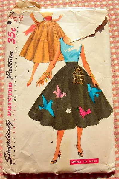 Classic 50s Poodle Skirt Vintage Sewing Pattern Simplicity 4884