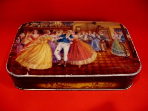 Vintage Thornes Toffee Tin Mr. Pickwick At Dingley Dell England Souvenir
