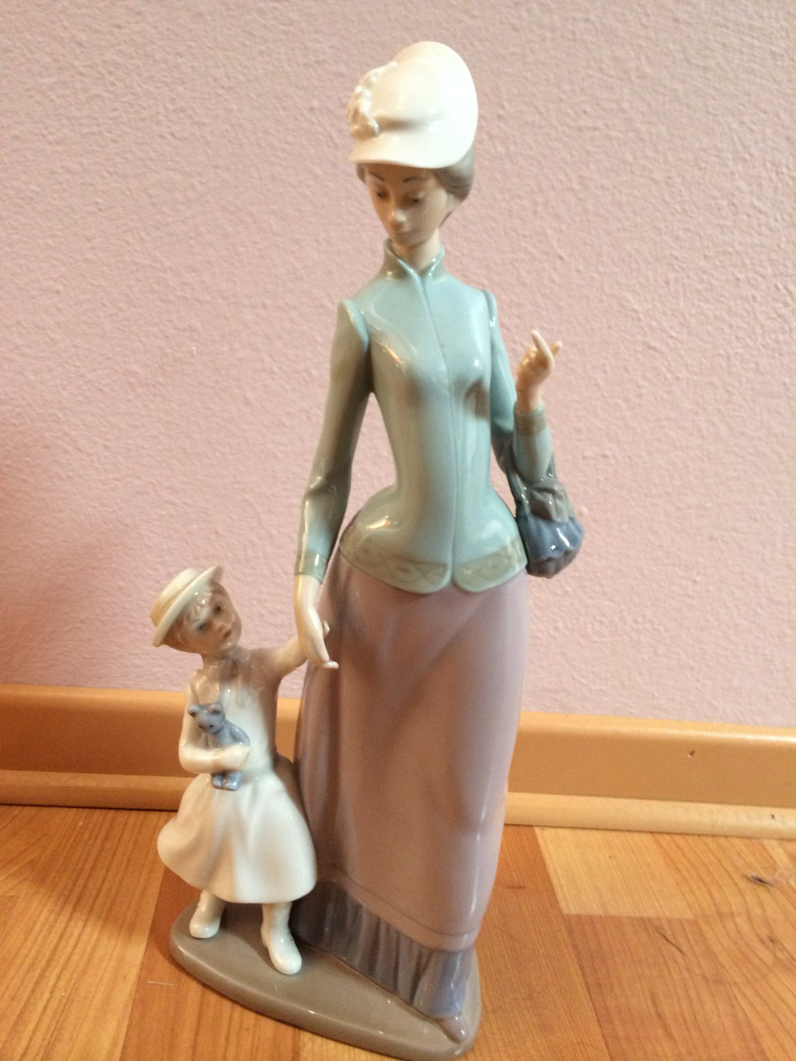 LLADRO Piece 1353 Lady with Girl � Retired with box