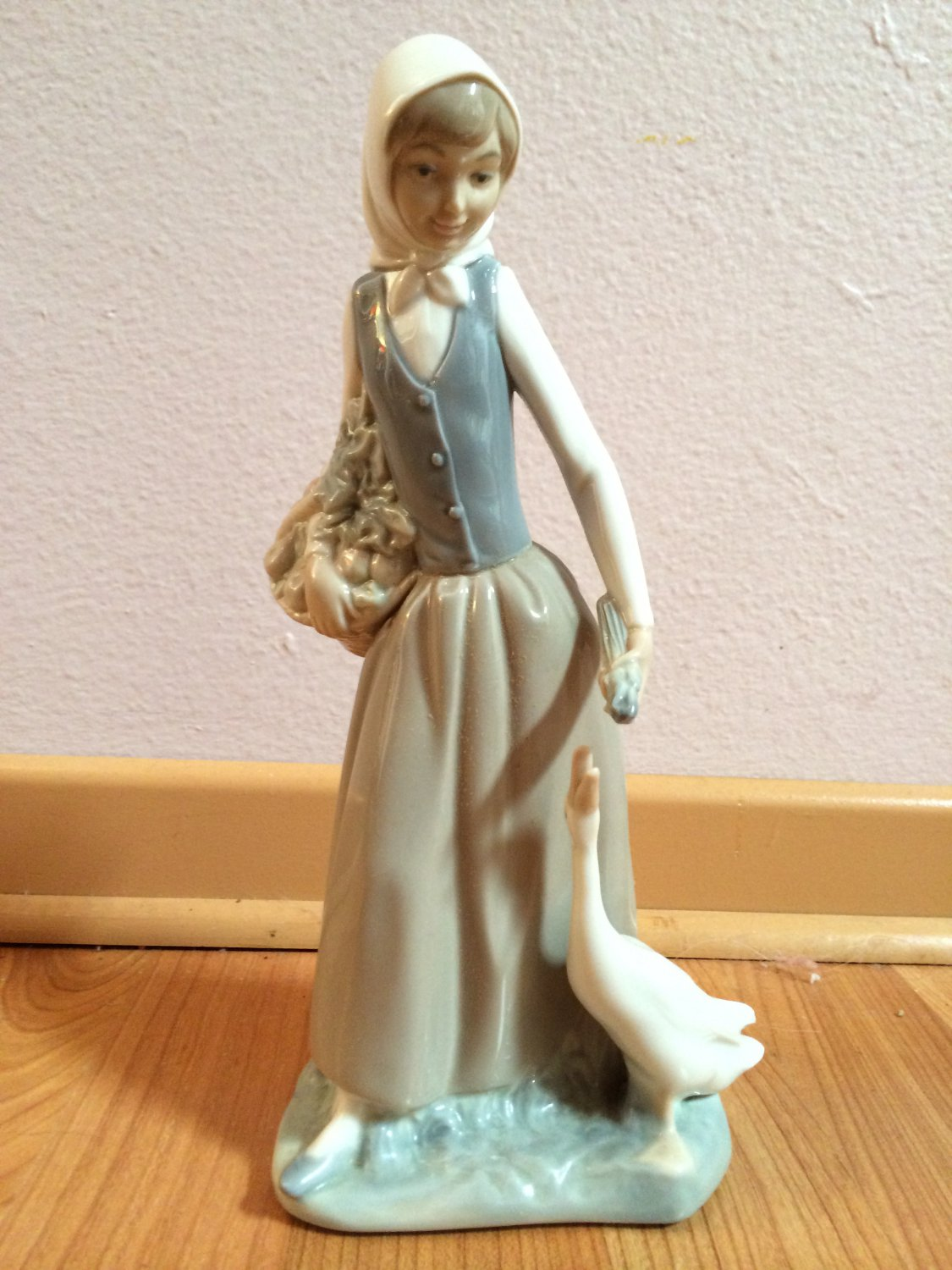 LLADRO NAO Piece  Girl with Duck/Goose � Retired no box