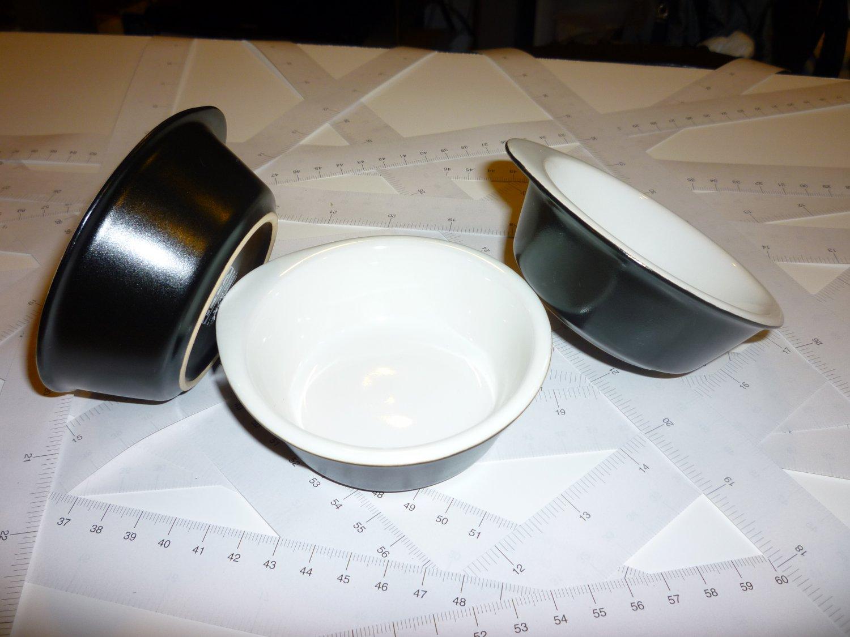 Four Ramekins - Combination white & dark blue color glazed - Stoneware - Dishwater, microwave safe