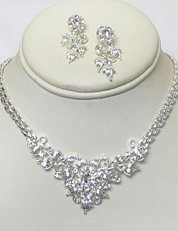 RHINESTONE NECKLACE SET: SILVER PLATING NKR684