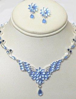BLUE CRYSTAL SET IN FLOWER DESIGN NKR677