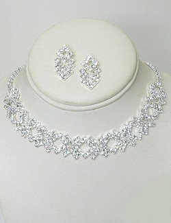 DIAMOND SHAPED RHINESTONE CHOKER SET NKR627