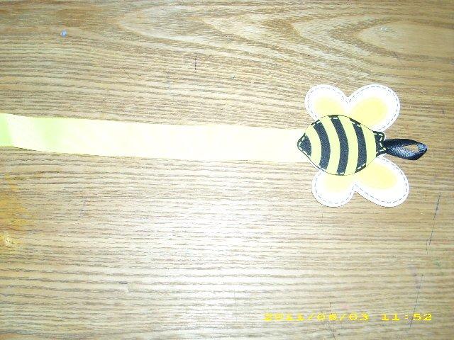 bumblebee bow/clippie holder