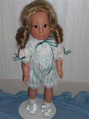 Lee Middleton Collectible Doll~Blonde with Blue Eyes