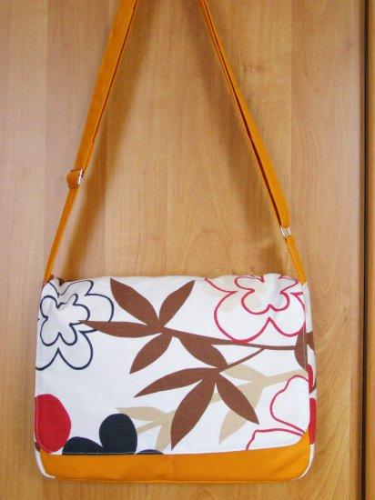 Pop Messenger Bag in Orange
