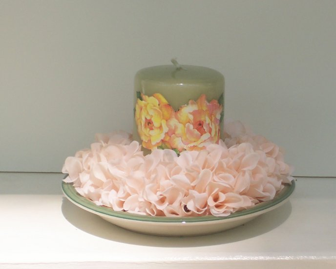 Light Green Pillar Candle with Flower Decorated Holder