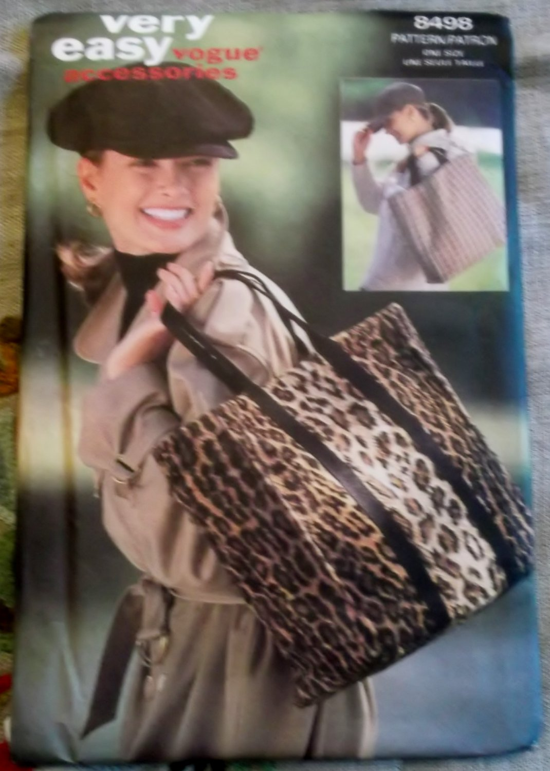 Very Easy Vogue 8498 Hat & Tote Bag Pattern, One Size, Uncut