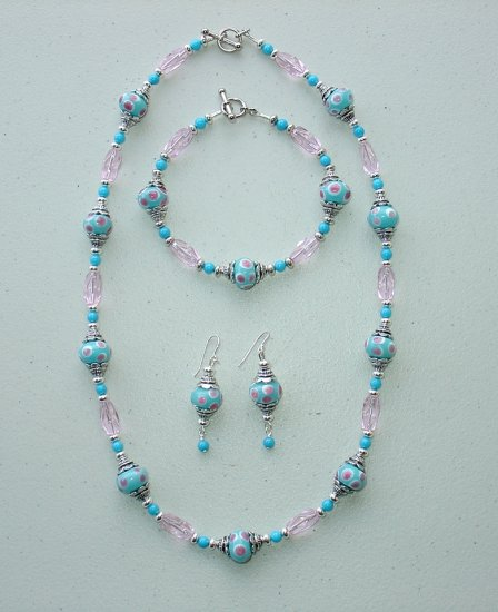 TURQUOISE PINK/WHITE DOTS~NECKLACE~BRACELET~EARRING SET