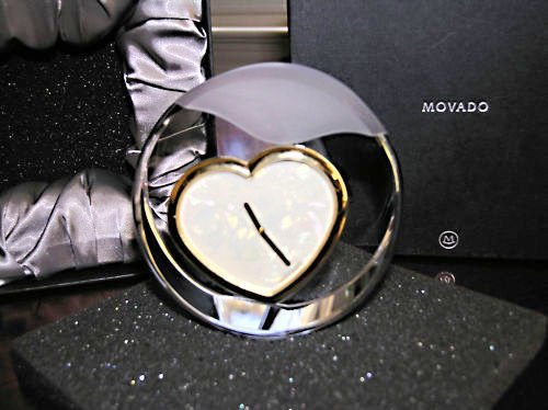 MOVADO Crystal mother of Pearl clock tcl-140m