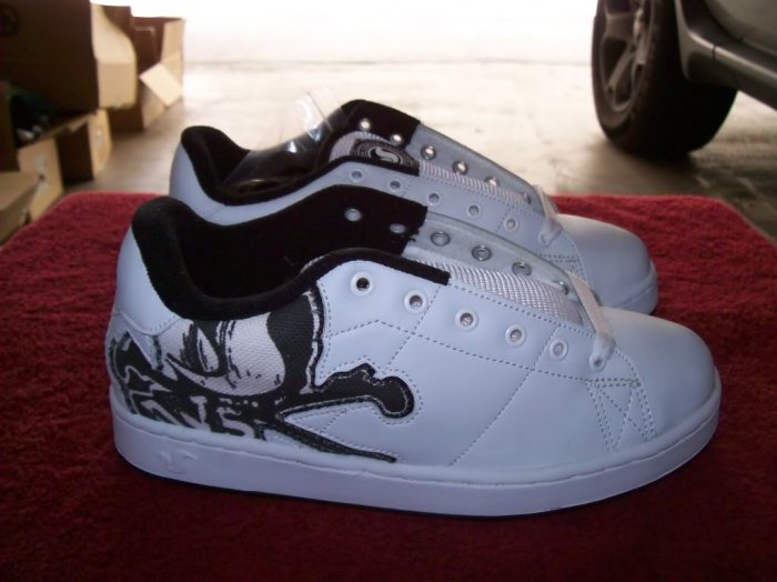 DVS Decay White / Black Leather Skateboard Shoes - Size 6