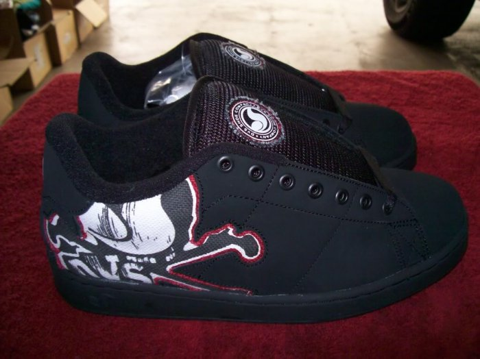 DVS Decay Black / White Nubuck Skateboard Shoes - Size 7 1/2
