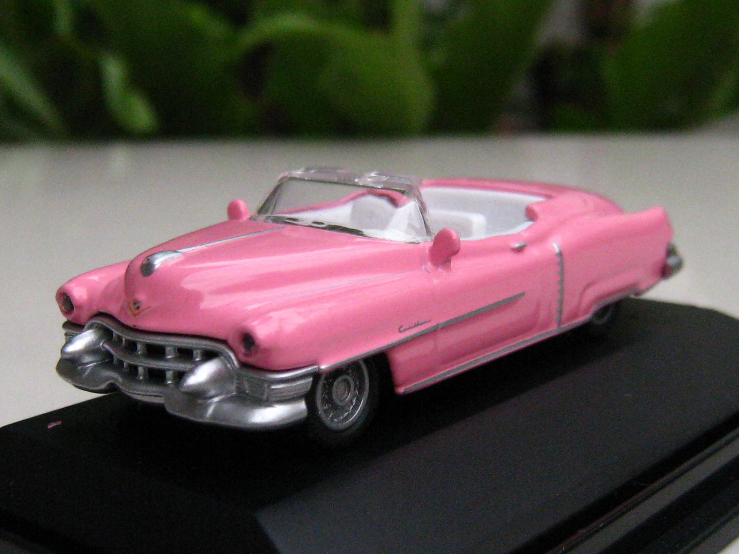 High Speed 1/87 Diecast Car Model Classic Cadillac Eldorado 1953 ( PINK ) 5.5cm