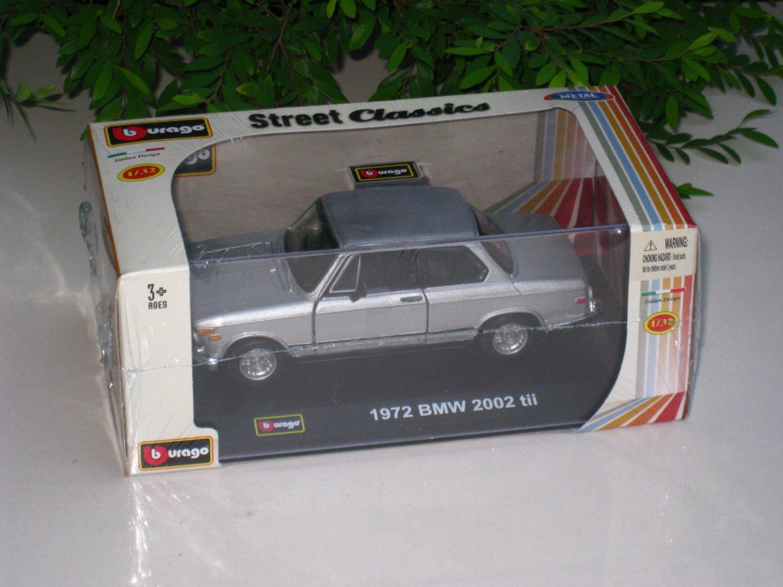 Bburago 1/32 Diecast Model Car 1972 BMW 2002 tii Coupe Classic Car (Silver)