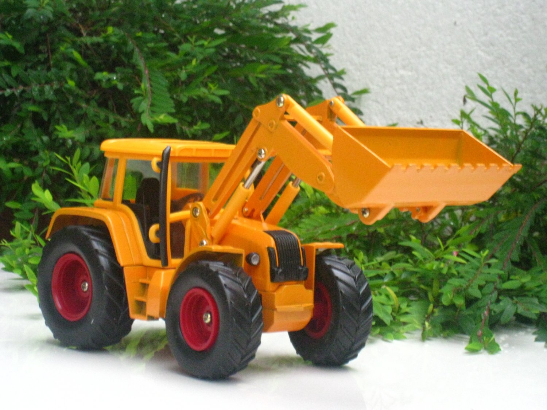 Table Lighter Farm Tractor Shape C20