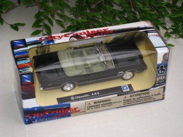 New Ray 1/43  Diecast model car  Oldsmobile 4-4-2 BLACK