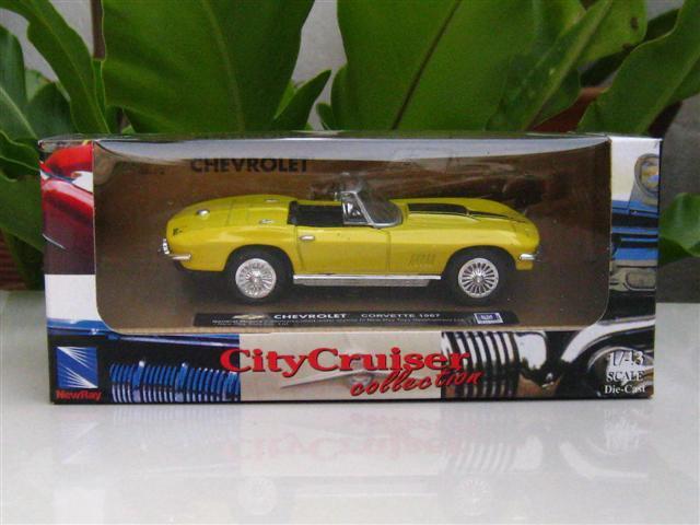 New Ray 1/43  Diecast model car  Chevrolet Corvette 1967  YELLOW