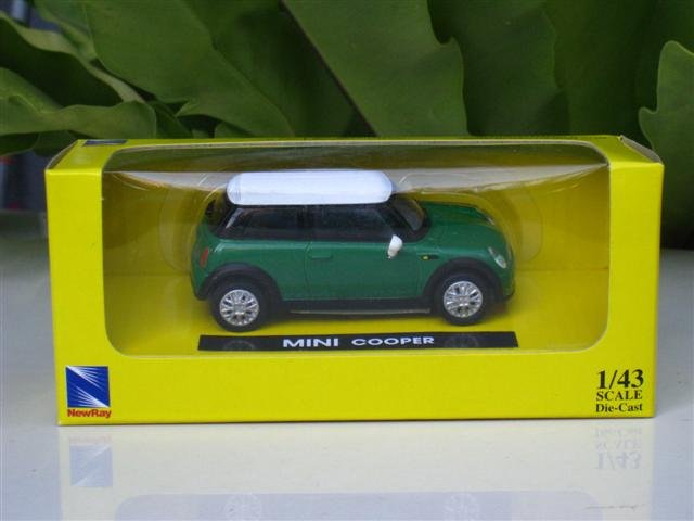 New Ray 1/43  Diecast model Car 2002  Mini Cooper S Green w White Top (8cm)