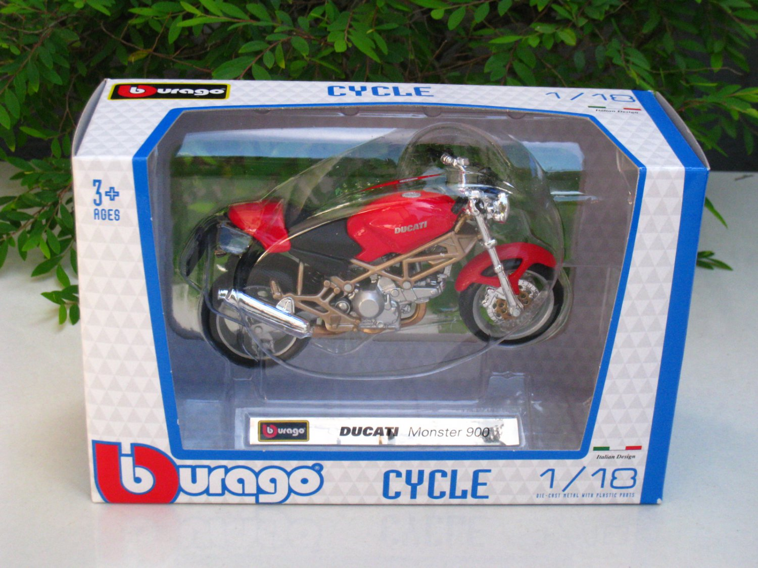 Bburago 1/18 Diecast Motorcycle Ducati Monster 900 (Red)