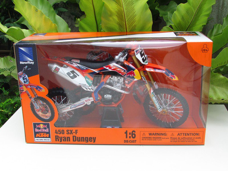 New Ray 1/6 Die cast Motorcycle Red Bull KTM 450 SXF #5 Ryan Dungey