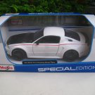 Maisto 1/24 Diecast Car Special Edition 2014 Ford Mustang Street Racer (White)