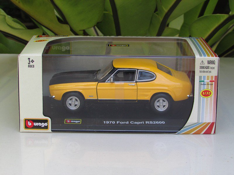 Bburago 1/32 Diecast Model Car 1970 Ford Capri RS2600 Classic Car (Yellow)