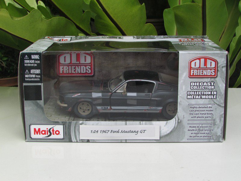 Maisto 1/24 Diecast Car OLD FRIENDS Classic Car 1967 Ford Mustang GT Grey