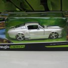Maisto 1/24 Diecast Car Maisto Design Classic Muscle 1967 Ford Mustang GT White