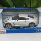 Maisto 1/24  Diecast Car Special Edition 2009 Nissan Skyline GTR GT- R (White)