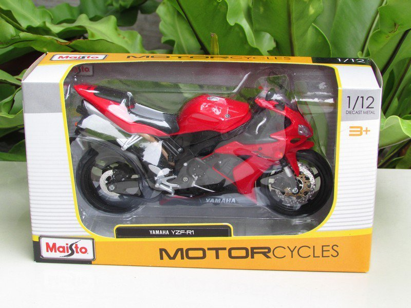 Maisto 1/12 Diecast Motorcycle 2004 Yamaha YZF R1 (Red)  Supersport Motorcycle