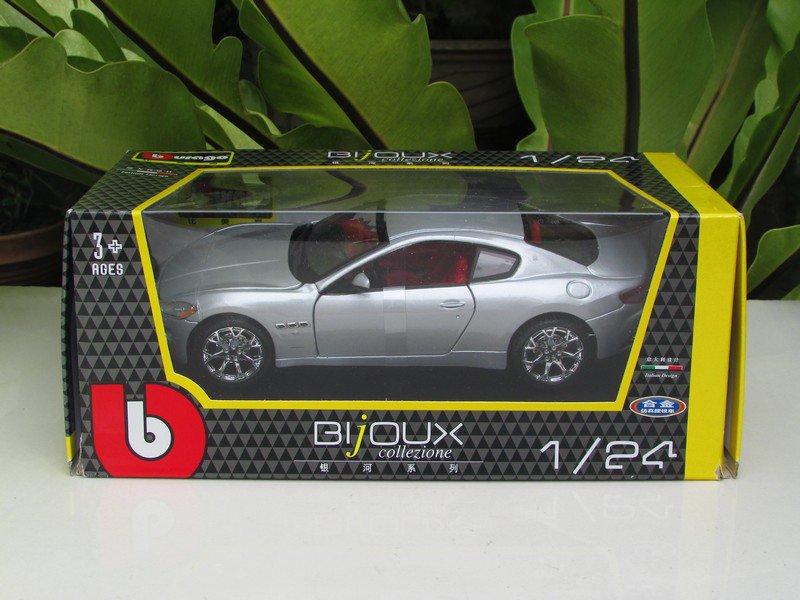 Bburago 1/24 Die cast Car Maserati Gran Turismo 2008 Silver