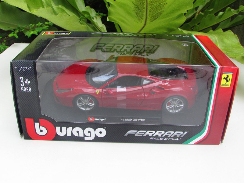 Bburago 1/24 Diecast Car Ferrari 488 GTB Red