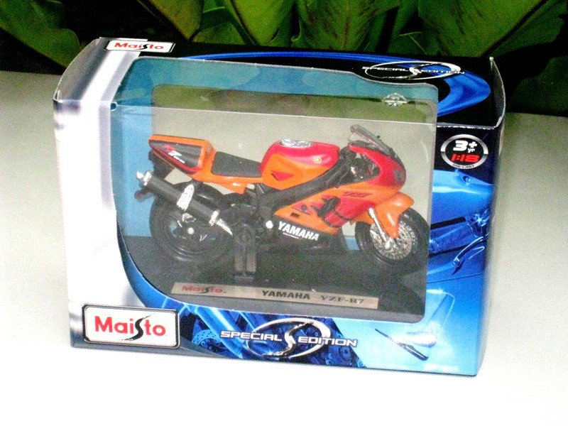 Maisto 1/18 Special Edition Diecast Motorcycle Yamaha YZF R7 OW02 (ORANGE/RED)