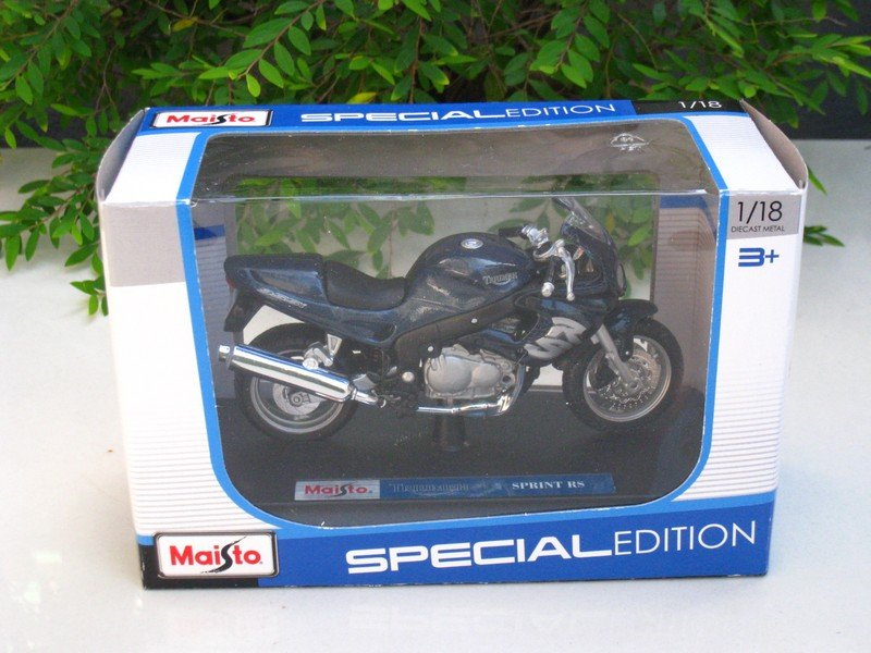Maisto 1/18 Special Edition Diecast Motorcycle Triumph Sprint RS (DARK BLUE)