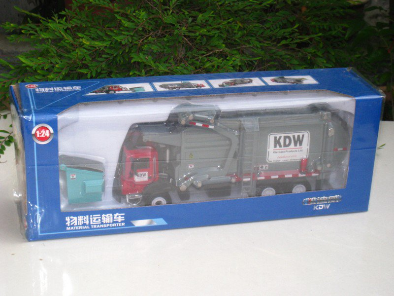 Kaidiwei 1/24 Die cast Construction Vacuum truck Material Transporter Garbage Trucks (22cm)