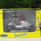 Welly 1/18 Die cast Motorcycle 2014 Vespa 946 Silver Scooter