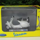 Welly 1/18 Diecast Motorcycle 1953 Vespa 125 White Scooter